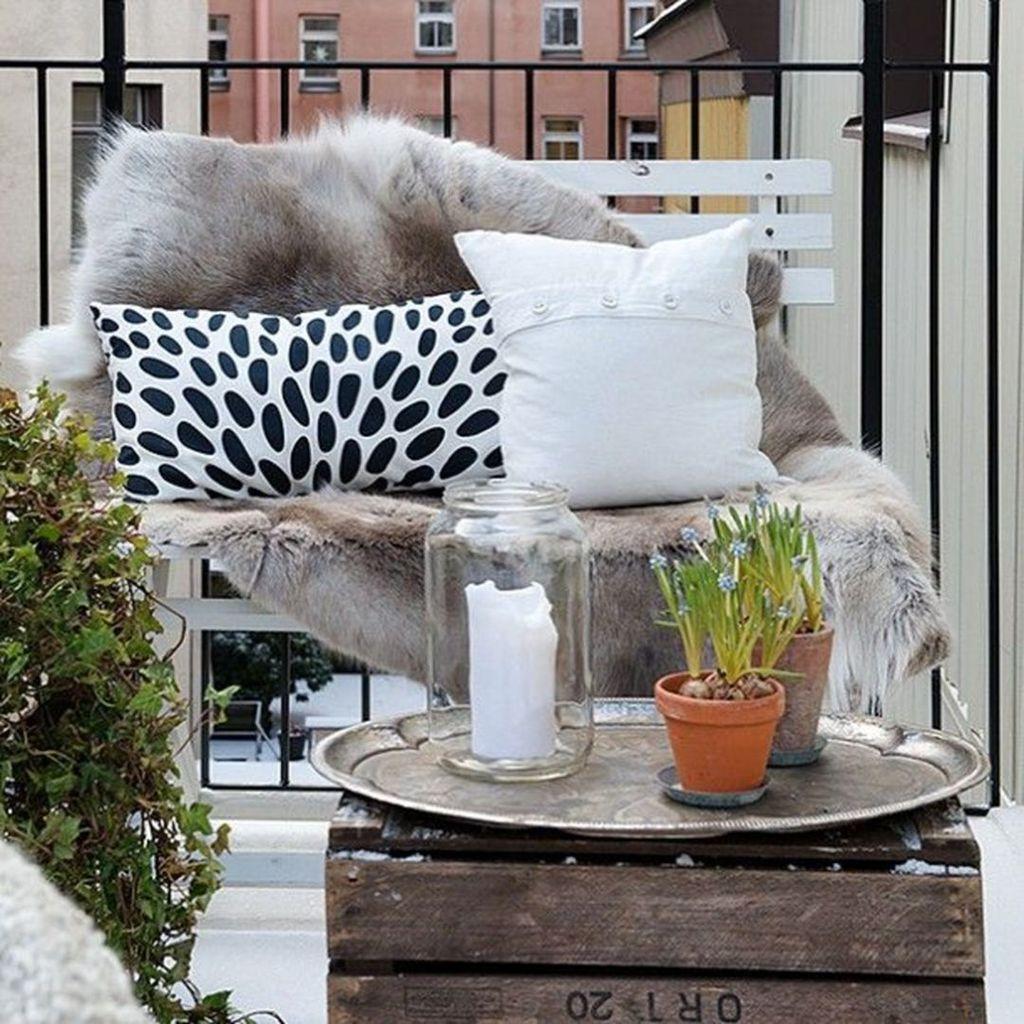 Stunning Winter Balcony Decorating Ideas 02