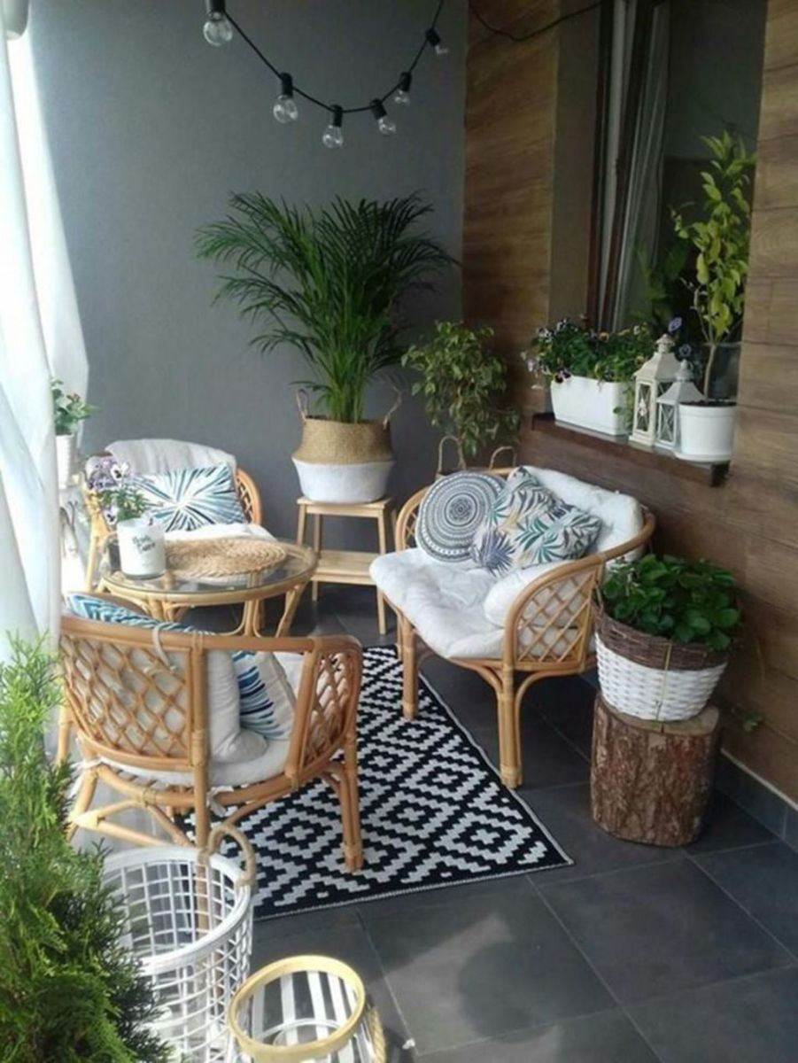 Stunning Winter Balcony Decorating Ideas 10