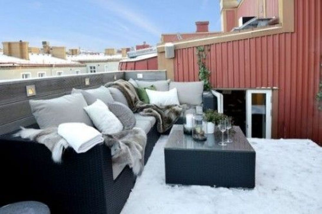 Stunning Winter Balcony Decorating Ideas 11