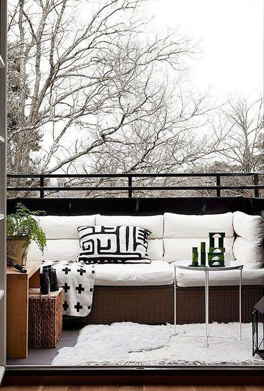 Stunning Winter Balcony Decorating Ideas 12