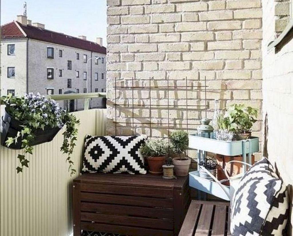 Stunning Winter Balcony Decorating Ideas 20
