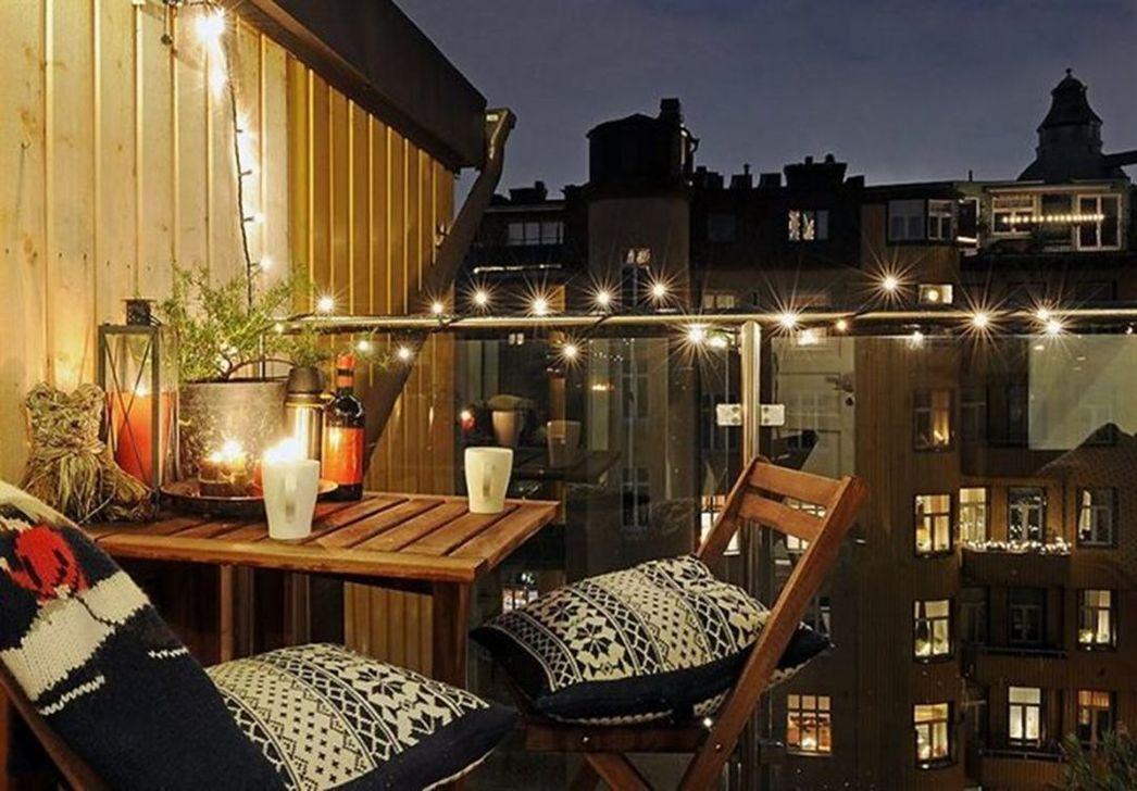 Stunning Winter Balcony Decorating Ideas 27