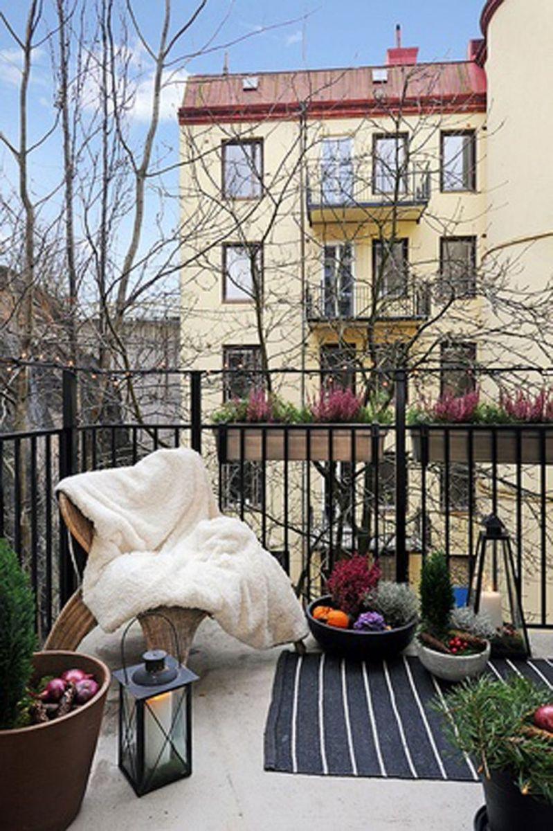 Stunning Winter Balcony Decorating Ideas 29
