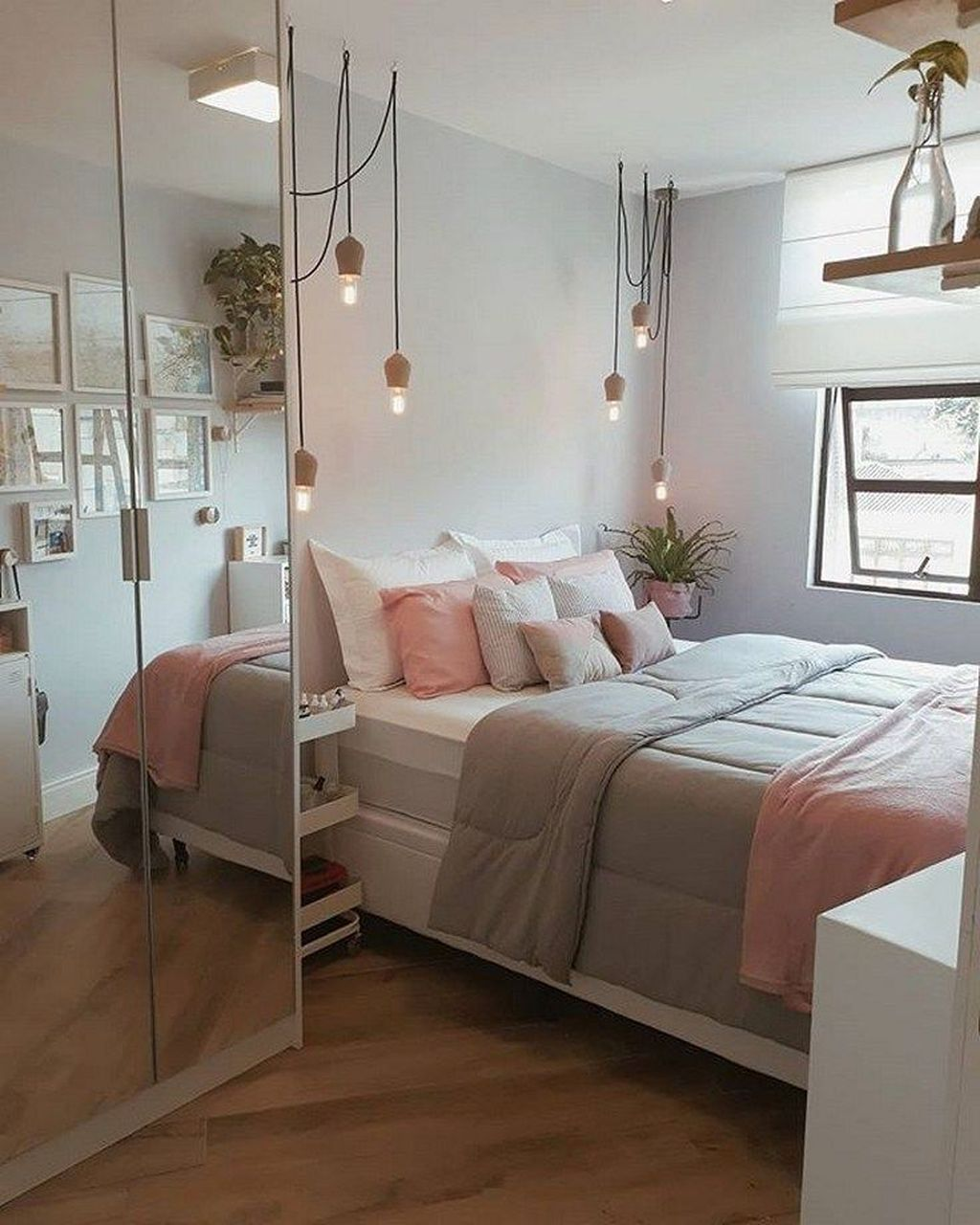 Admirable Small Bedroom Decor Ideas You Never Seen Before 03