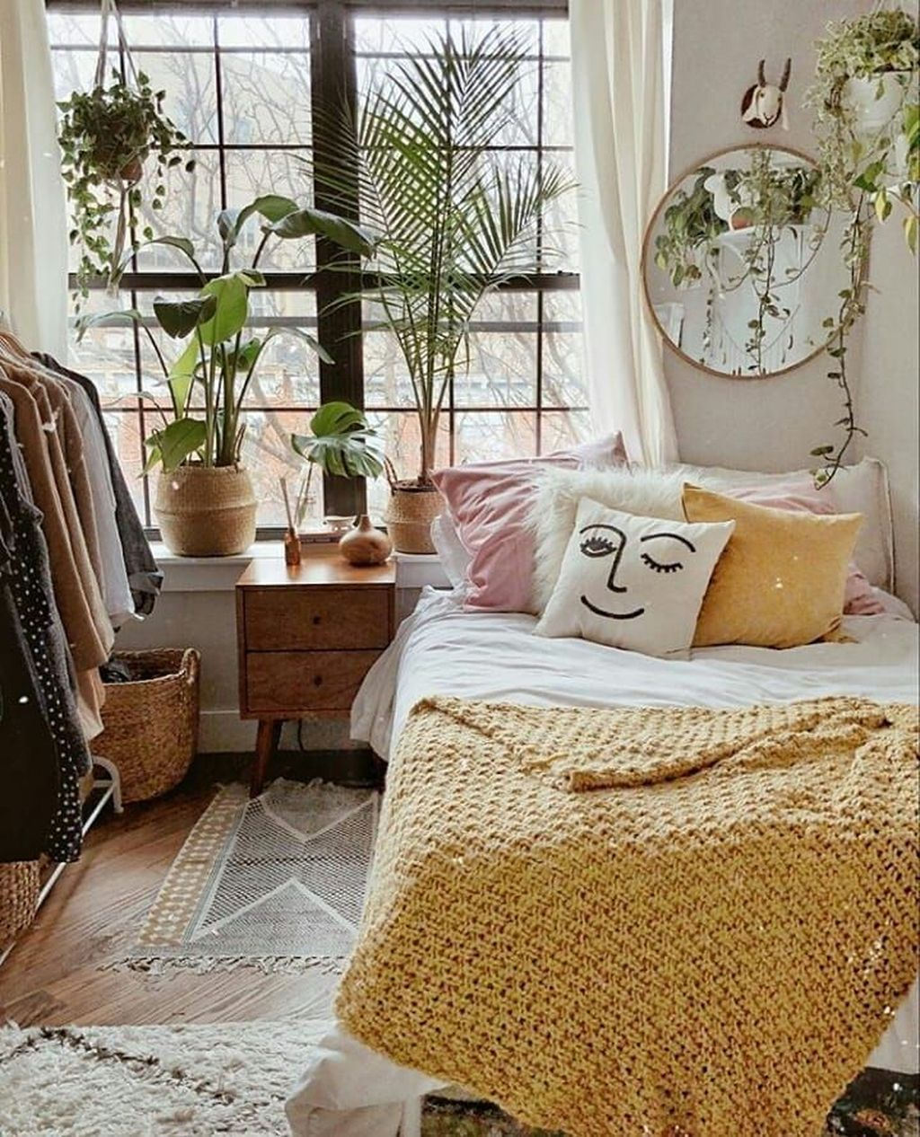 Admirable Small Bedroom Decor Ideas You Never Seen Before 11