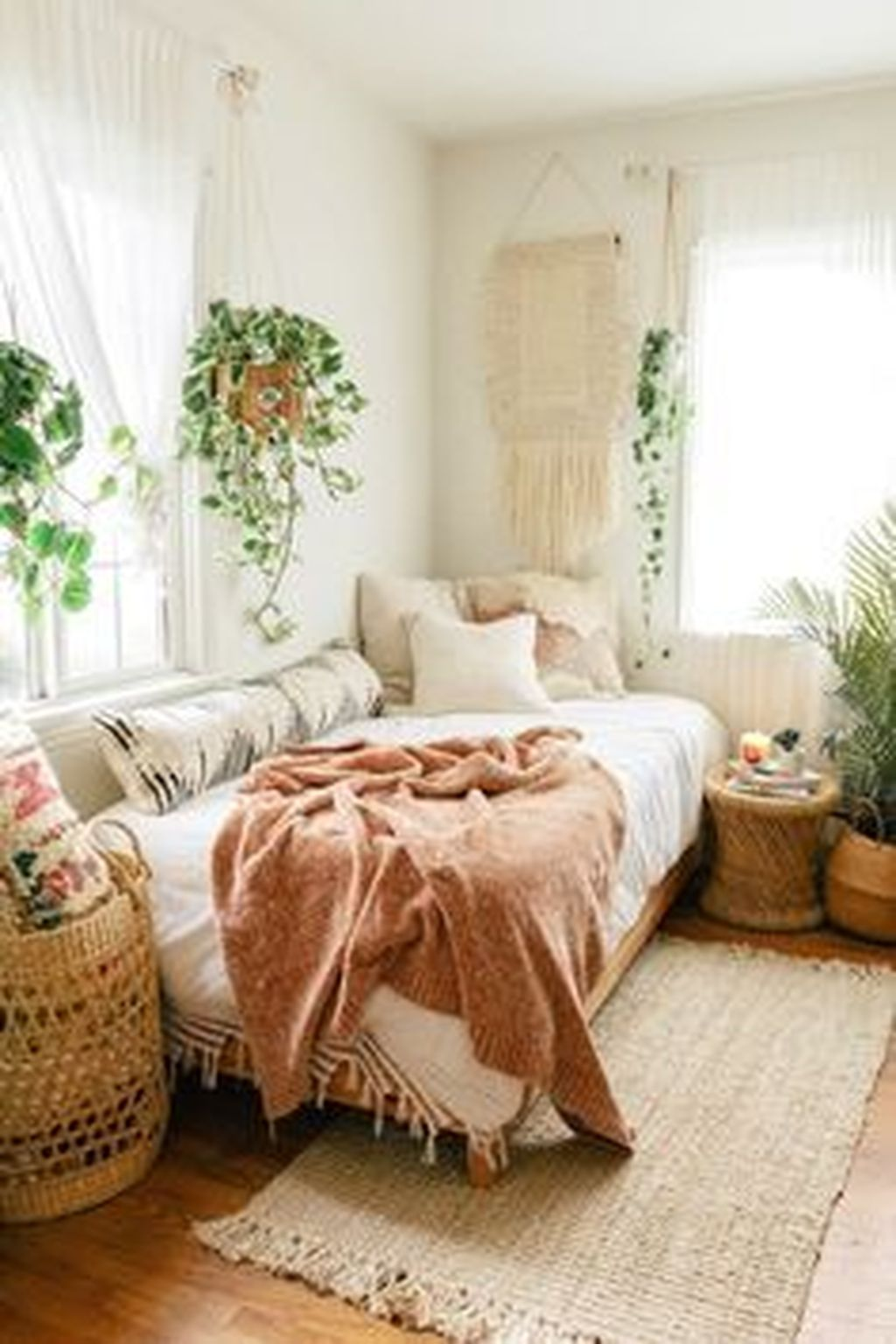 Admirable Small Bedroom Decor Ideas You Never Seen Before 20