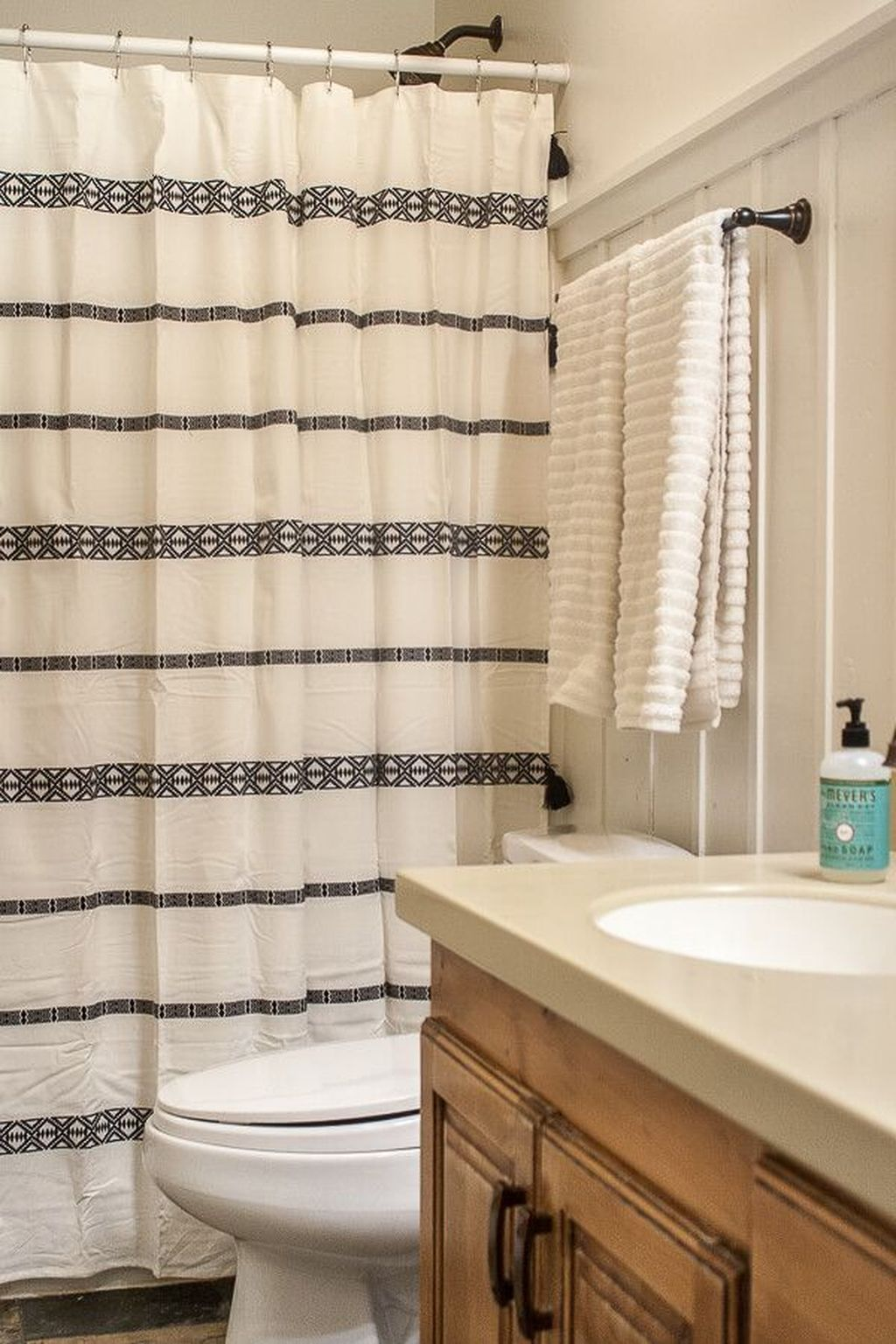 Amazing Black And White Shower Curtain For Your Bathroom Decor 17