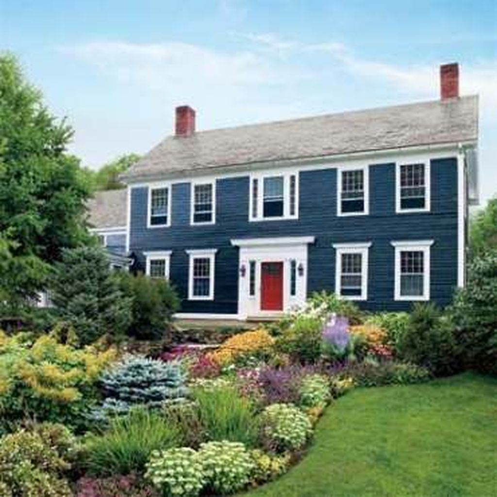 Beautiful Farmhouse Exterior Paint Colors Ideas 11