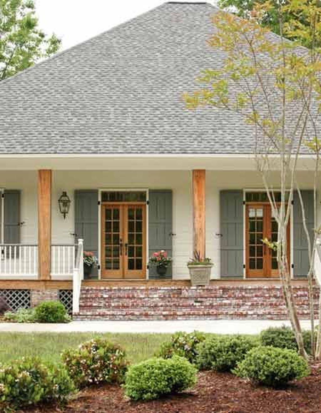 Beautiful Farmhouse Exterior Paint Colors Ideas 14