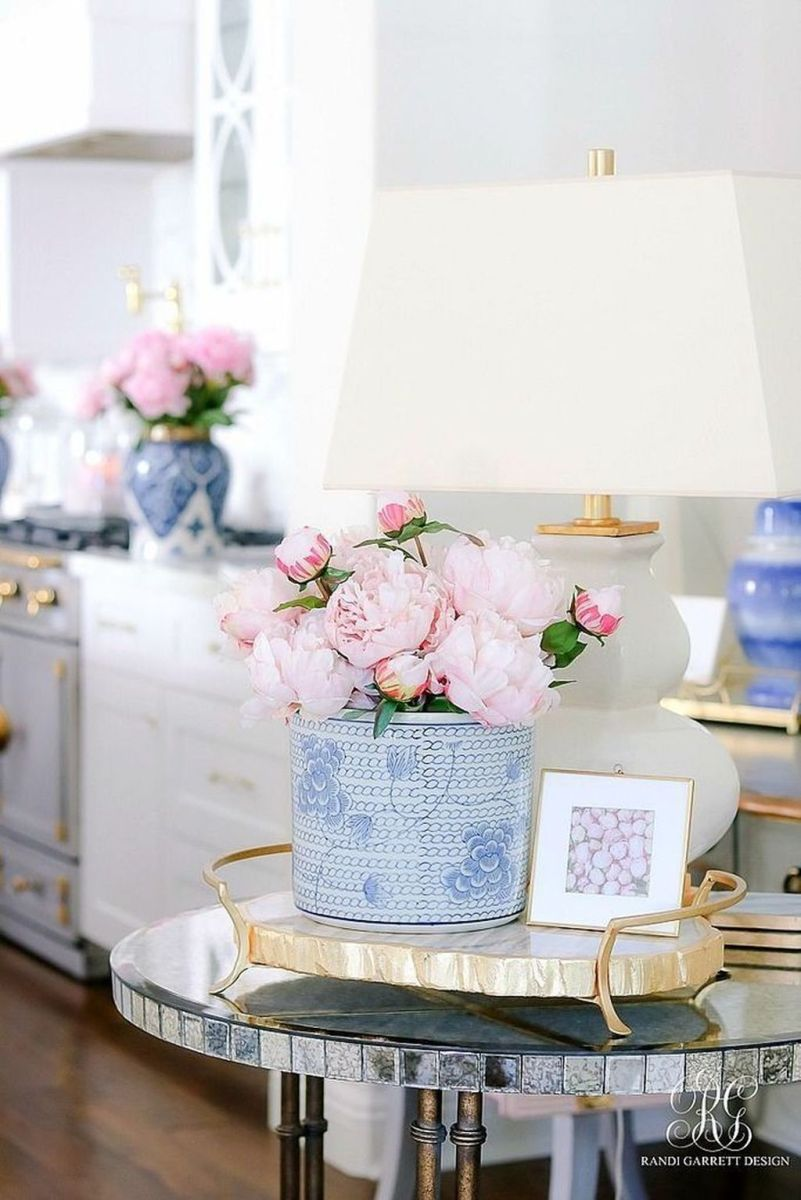 Beautiful Ginger Jars Decor Ideas For Living Rooms 22