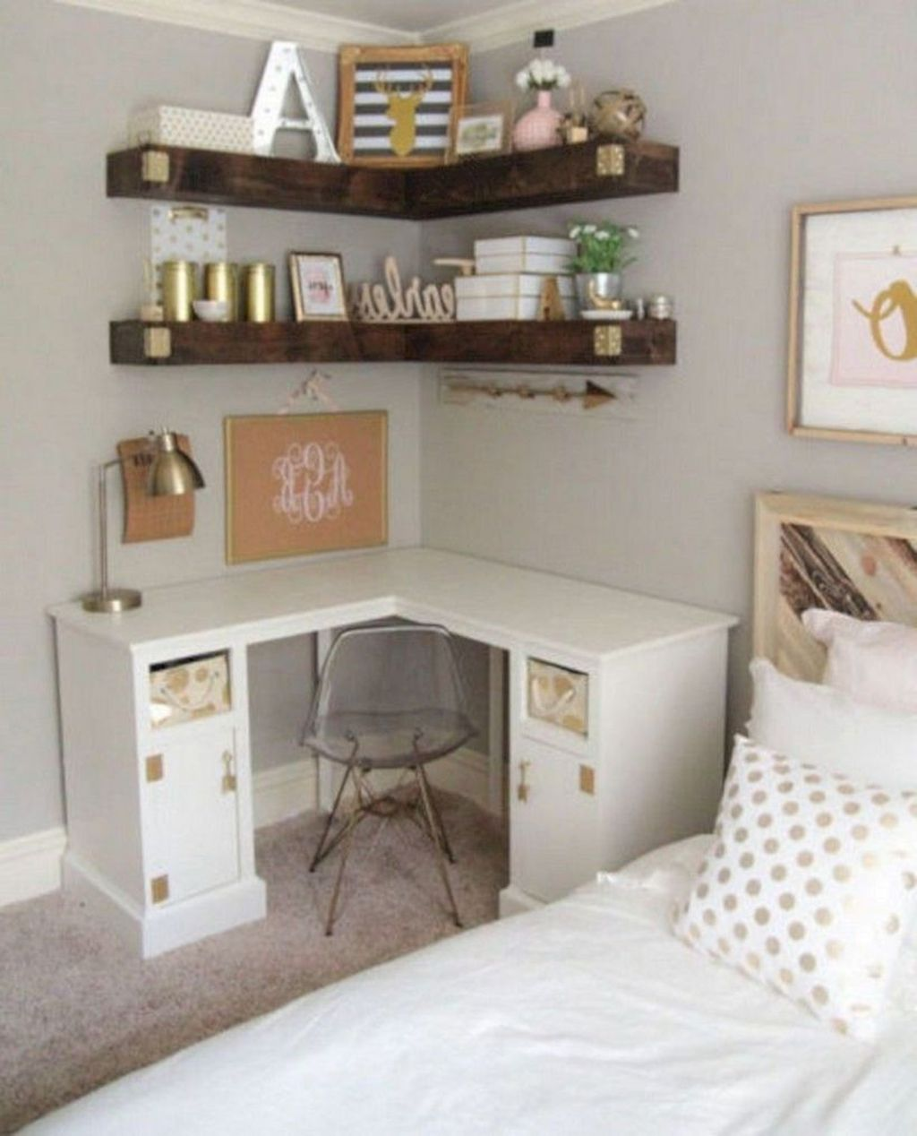 Fabulous Small Apartment Bedroom Design Ideas 22