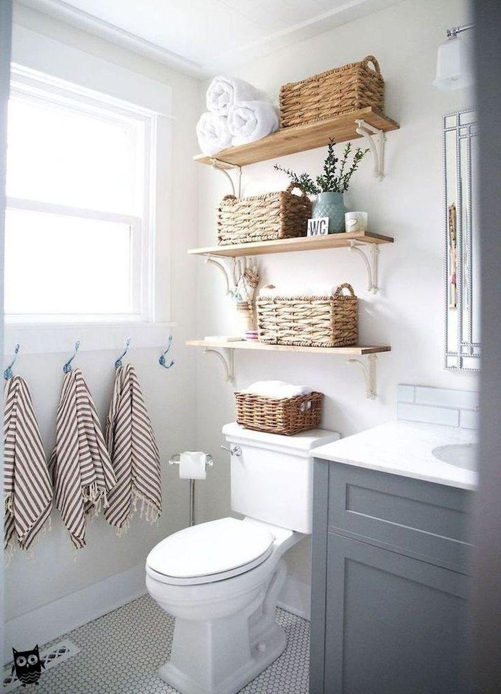 Fascinating Simple Apartment Bathroom Decor Ideas 15
