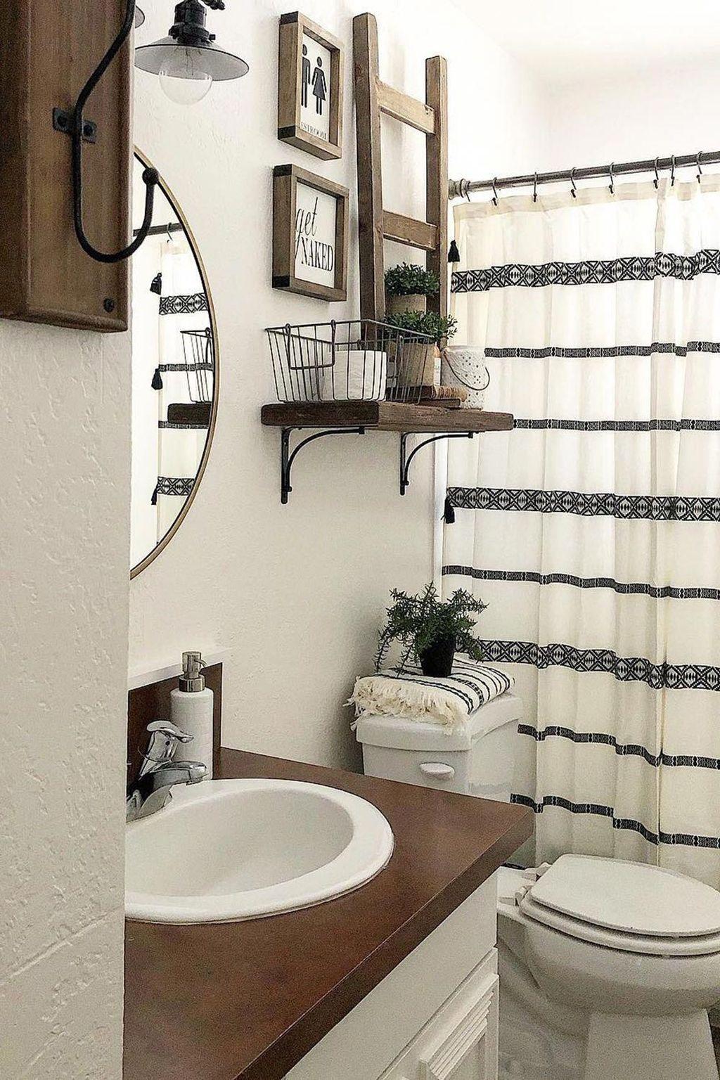 Fascinating Simple Apartment Bathroom Decor Ideas 22