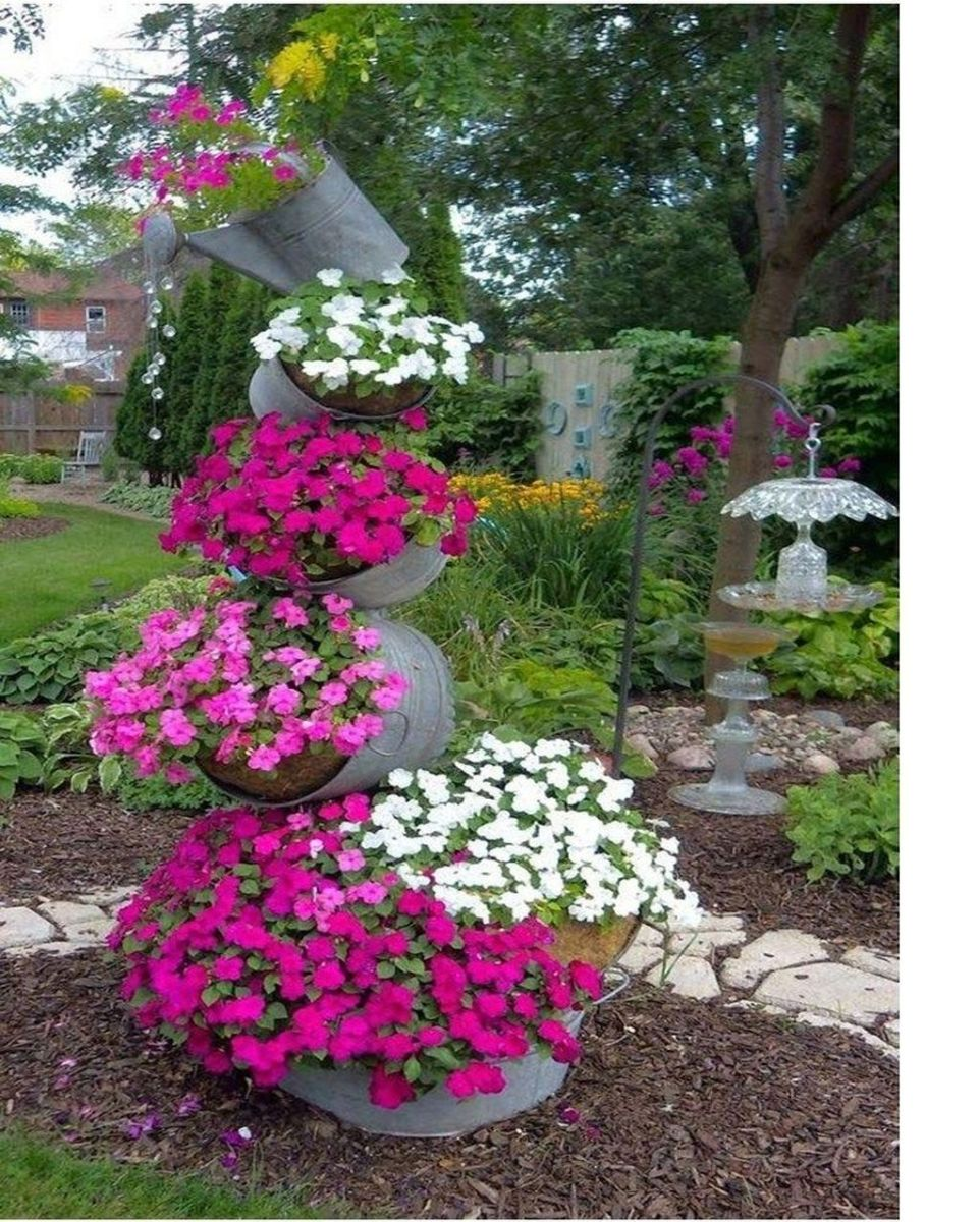 Lovely Flower Garden Design Ideas To Beautify Your Outdoor 05
