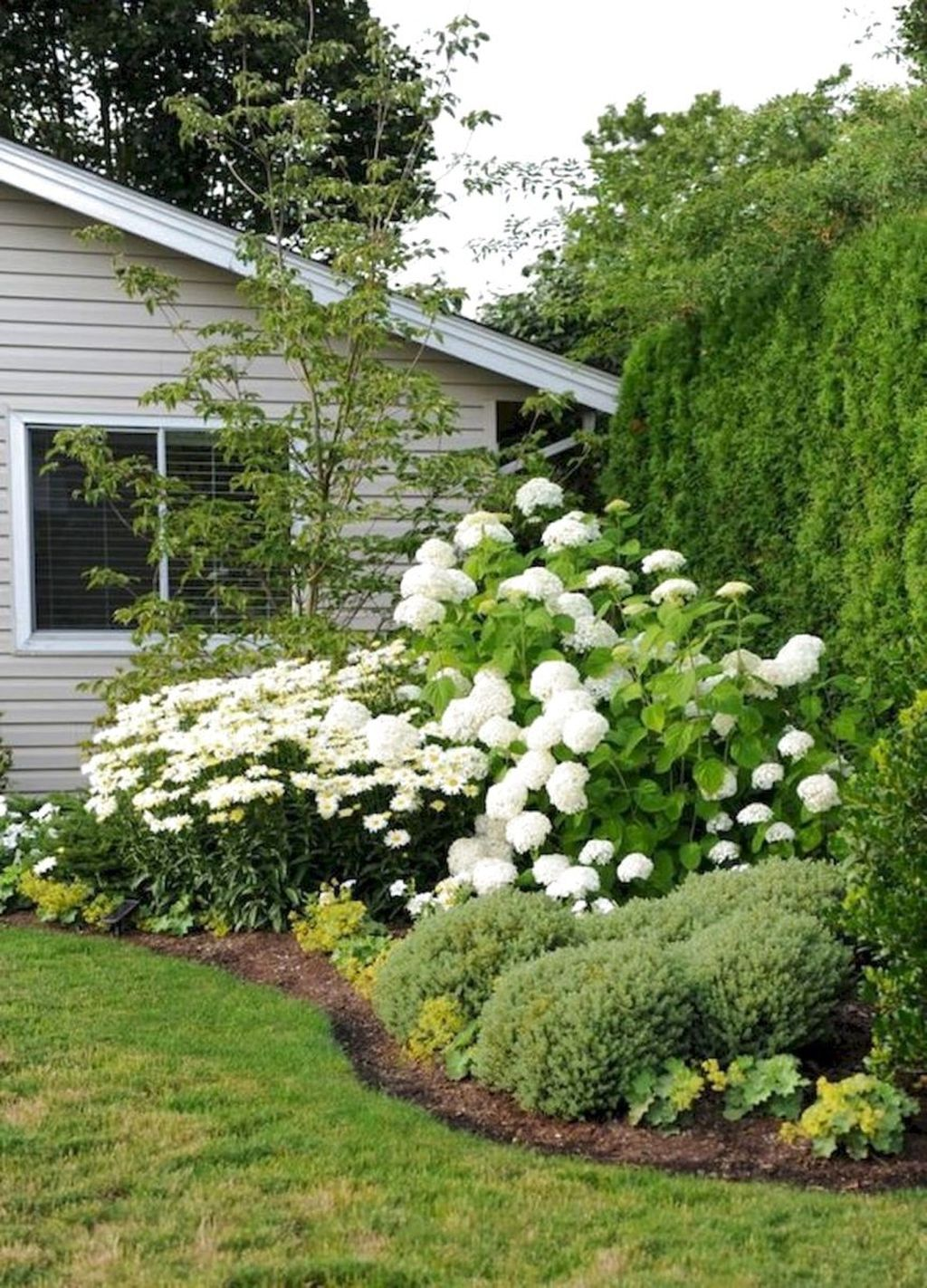 Lovely Flower Garden Design Ideas To Beautify Your Outdoor 09