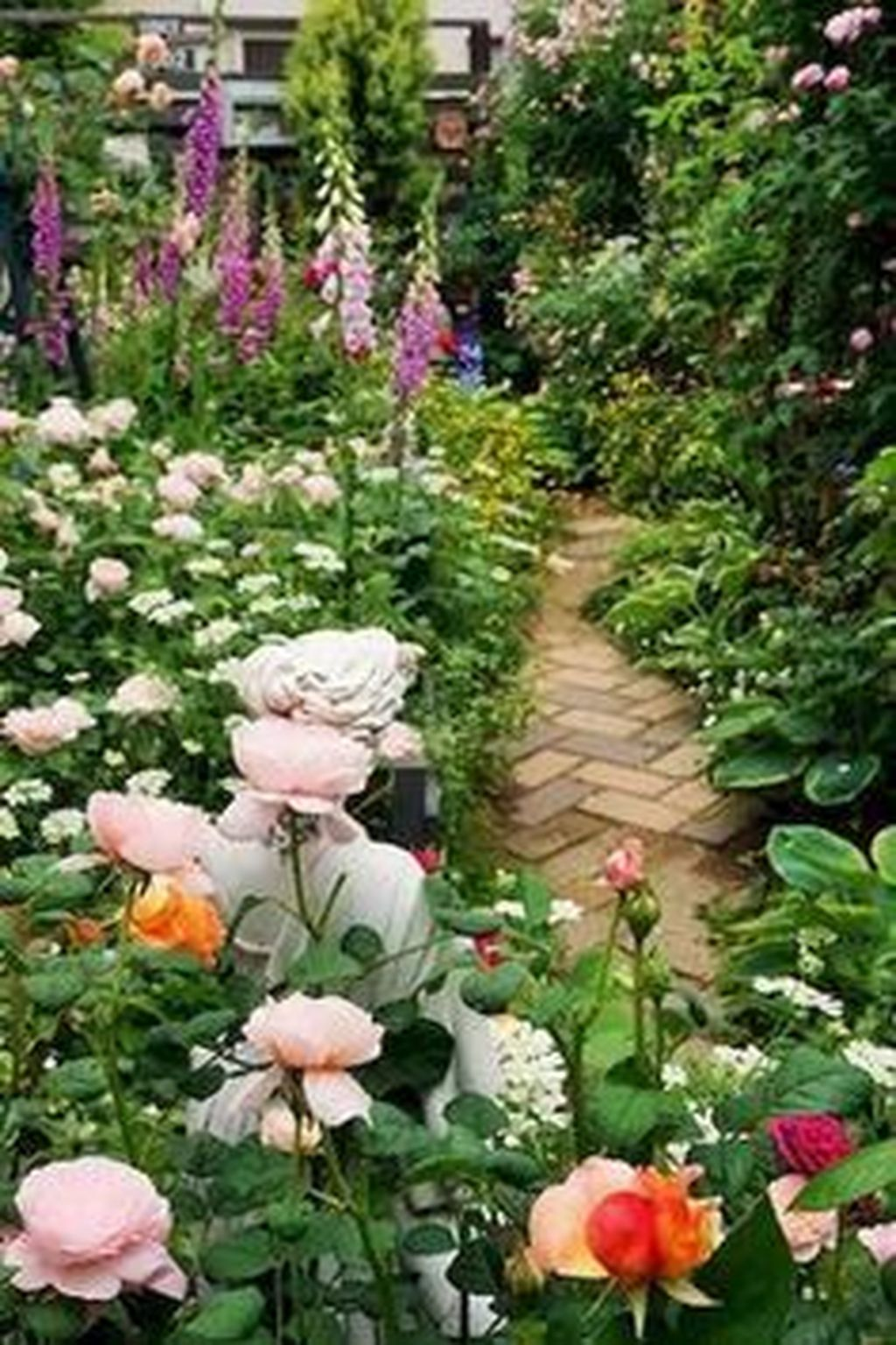 Lovely Flower Garden Design Ideas To Beautify Your Outdoor 15
