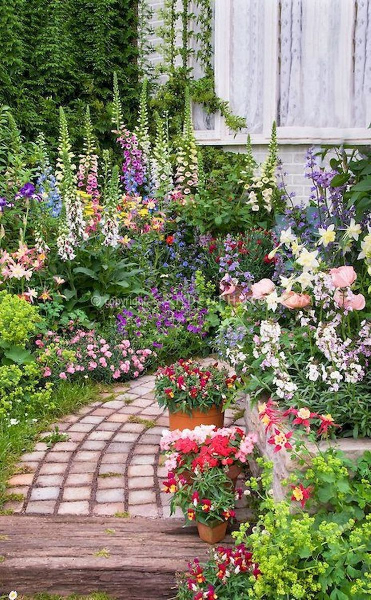 Lovely Flower Garden Design Ideas To Beautify Your Outdoor 18