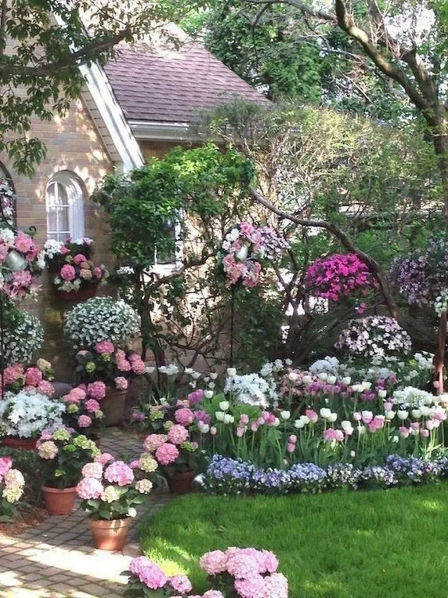 Lovely Flower Garden Design Ideas To Beautify Your Outdoor 22