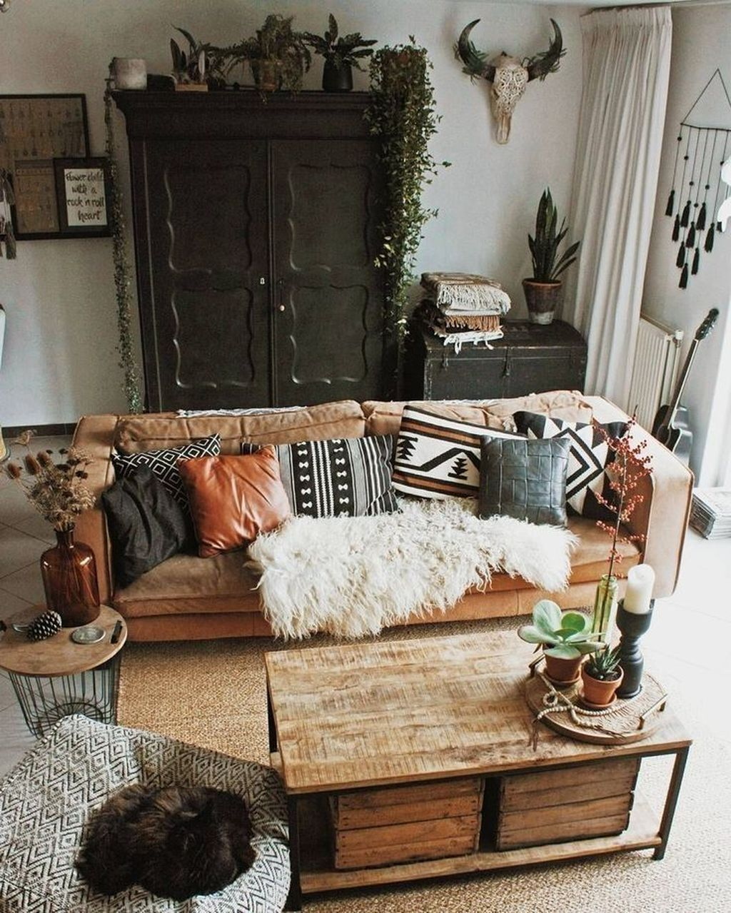The Best Rustic Bohemian Living Room Decor Ideas 21