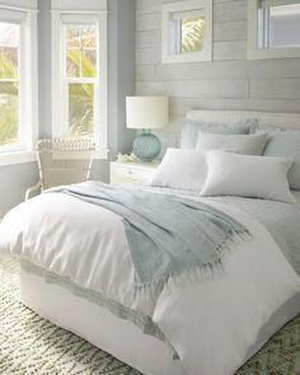The Best White Master Bedroom Design And Decoration Ideas 22