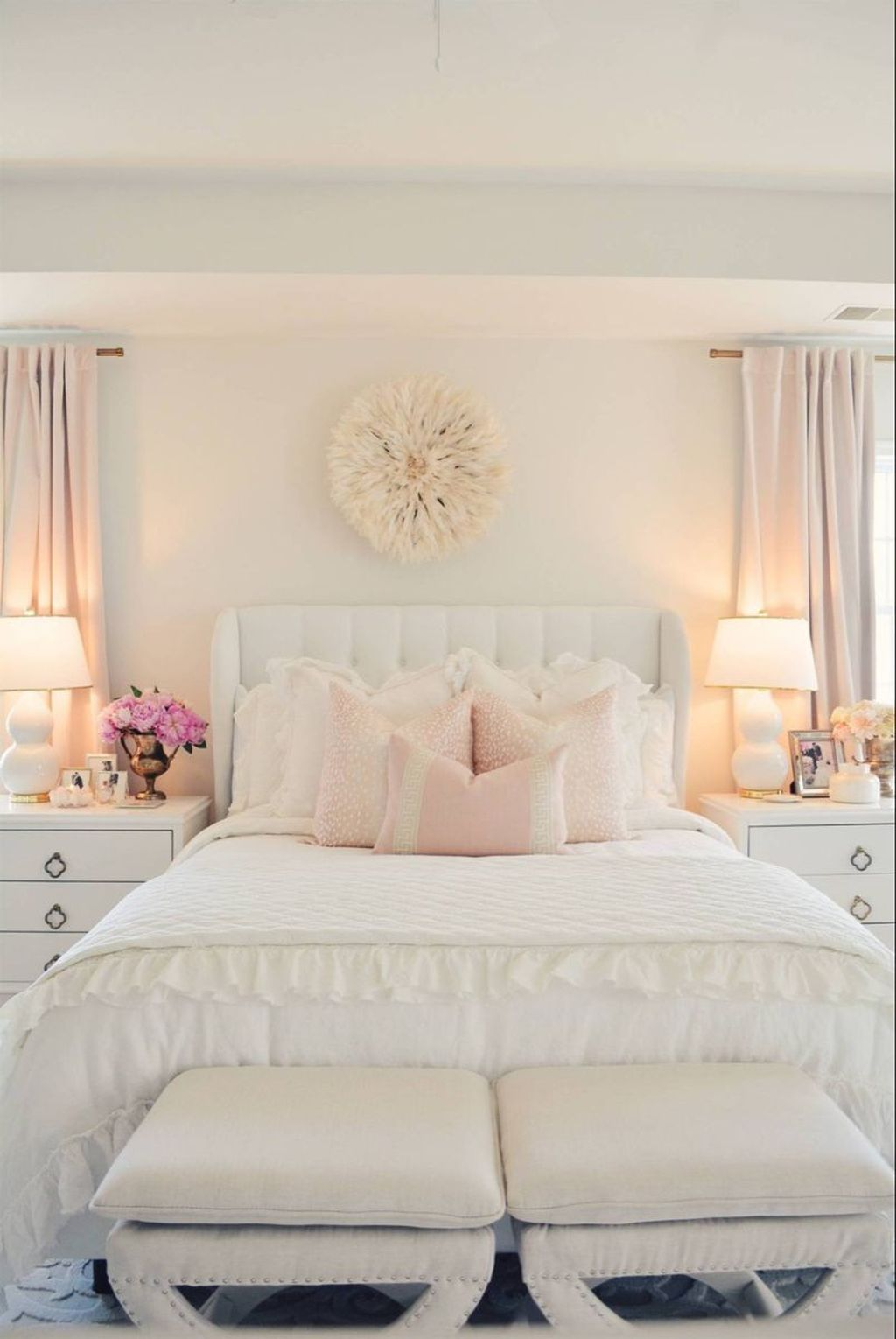 The Best White Master Bedroom Design And Decoration Ideas 26