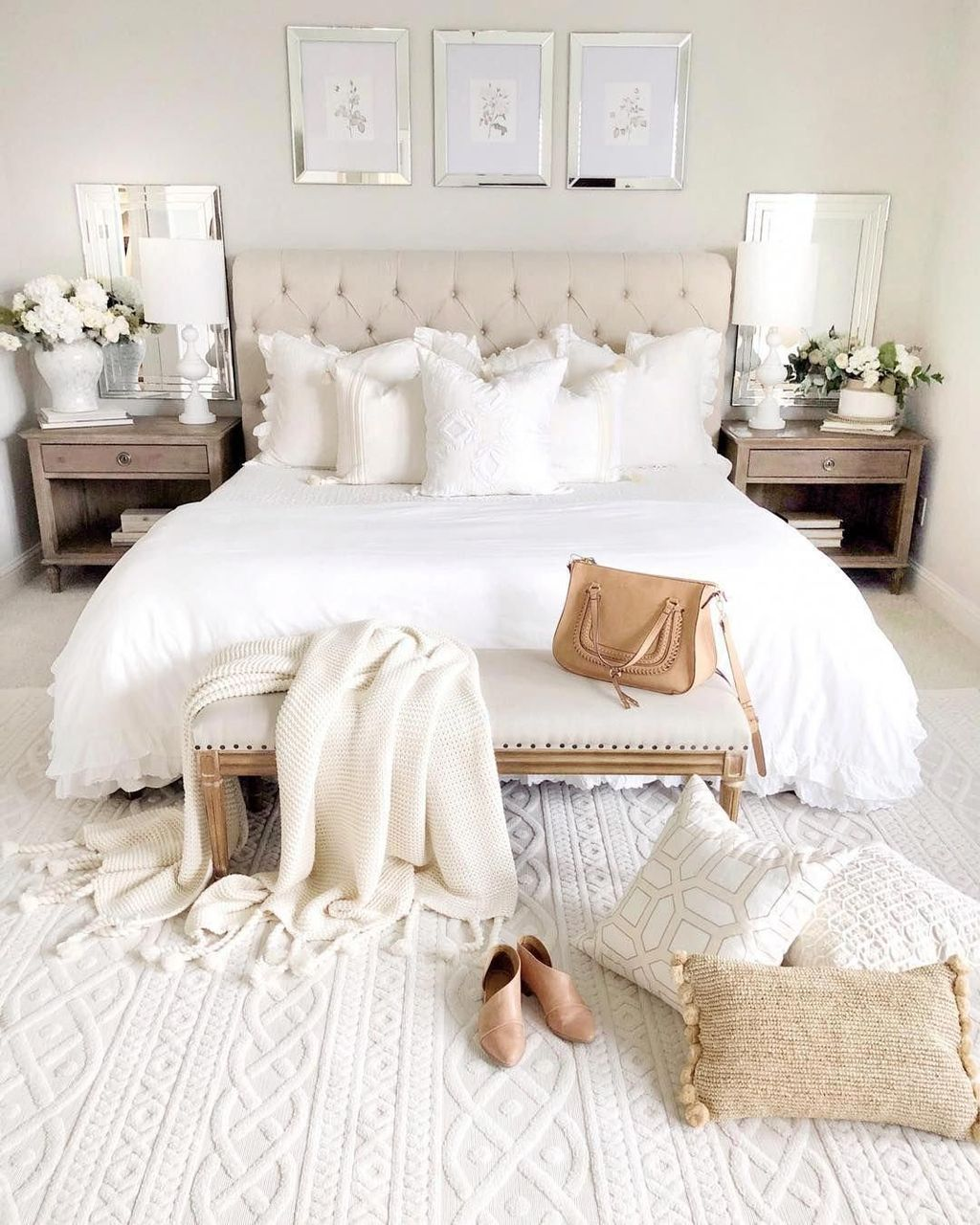 The Best White Master Bedroom Design And Decoration Ideas 27