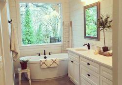 Lovely Relaxing Farmhouse Bathroom Decor Ideas 16