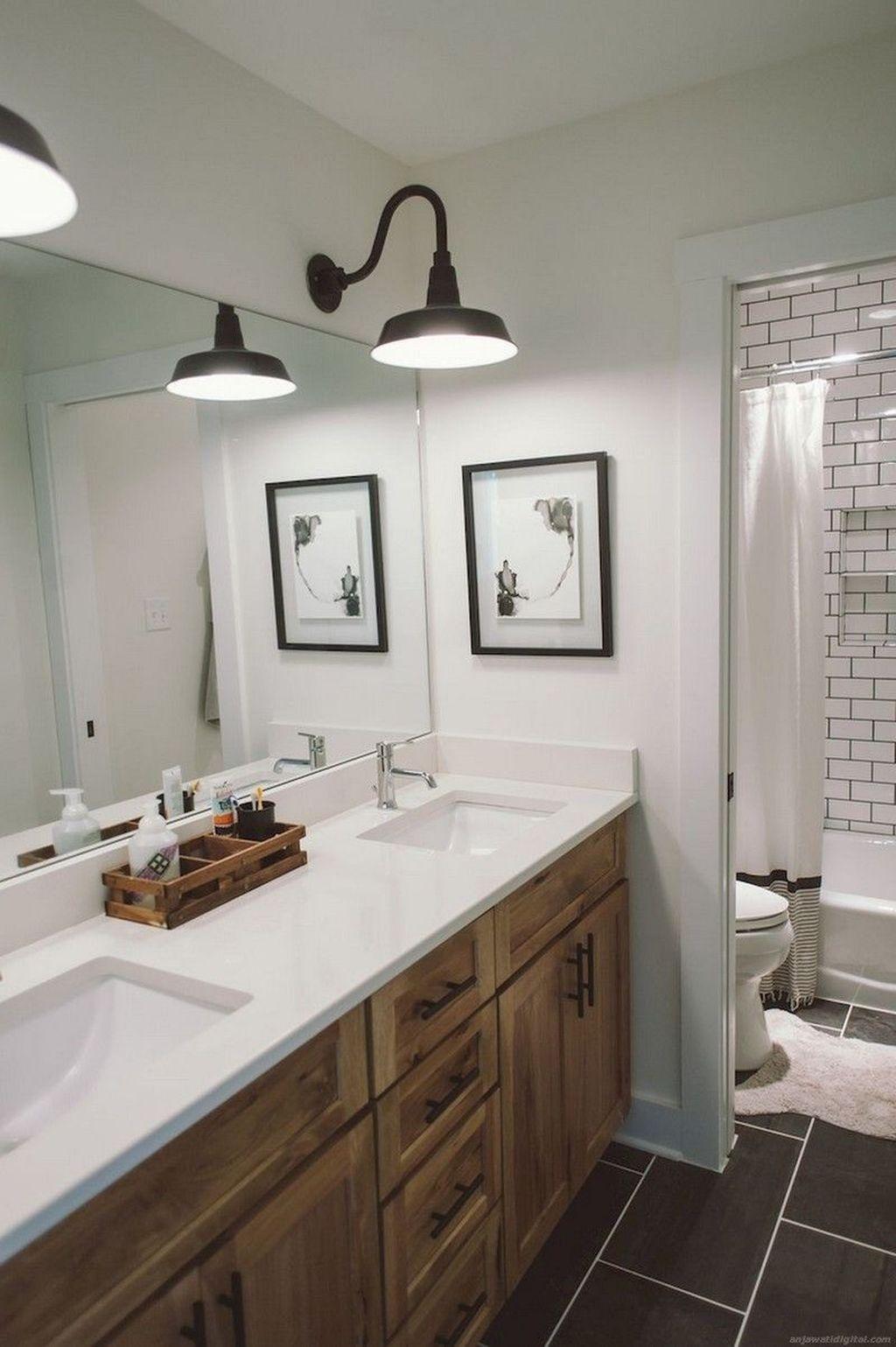 Lovely Relaxing Farmhouse Bathroom Decor Ideas 28
