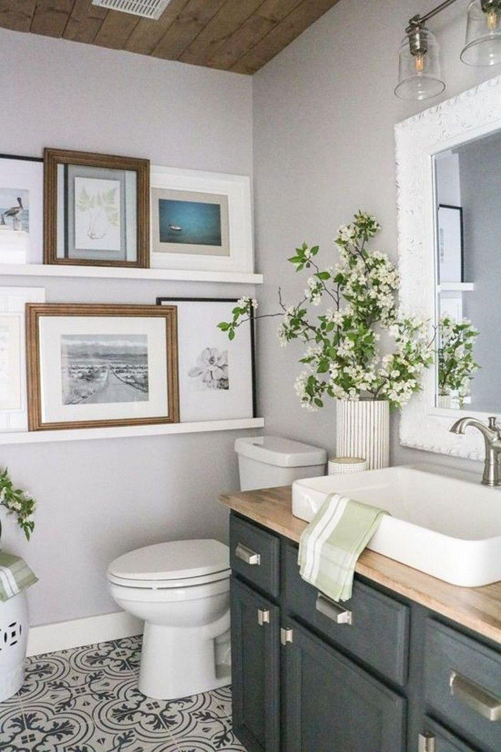 Lovely Relaxing Farmhouse Bathroom Decor Ideas 33