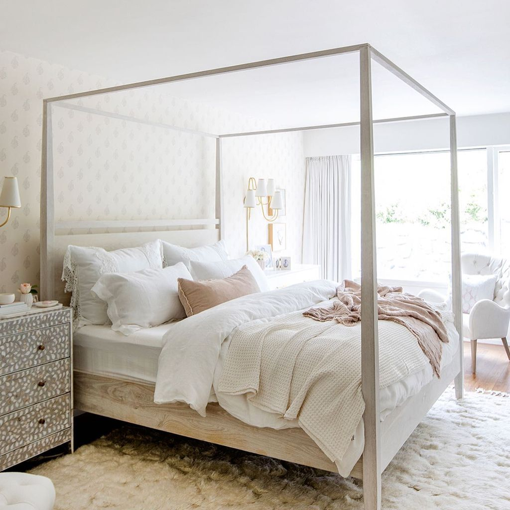 Popular White Master Bedroom Furniture Ideas 13