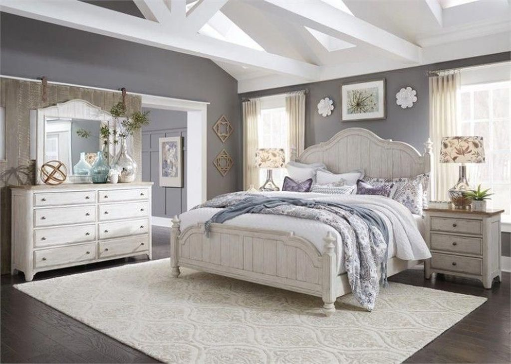 Popular White Master Bedroom Furniture Ideas 18