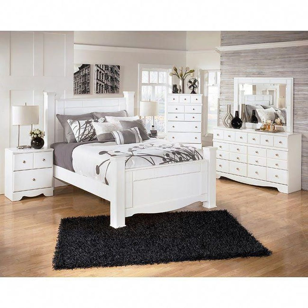 Popular White Master Bedroom Furniture Ideas 23