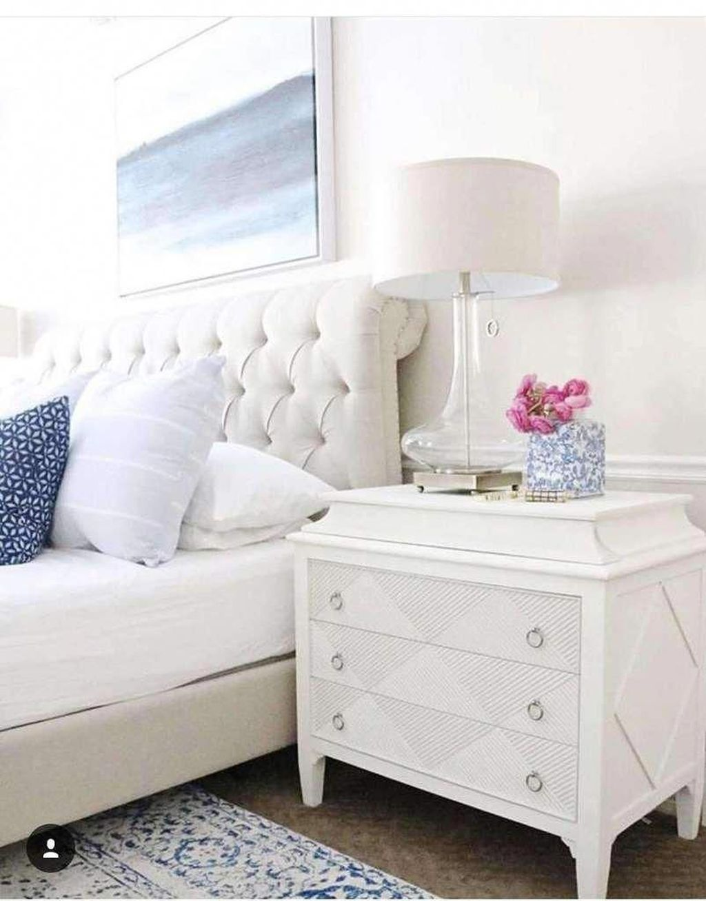 Popular White Master Bedroom Furniture Ideas 26