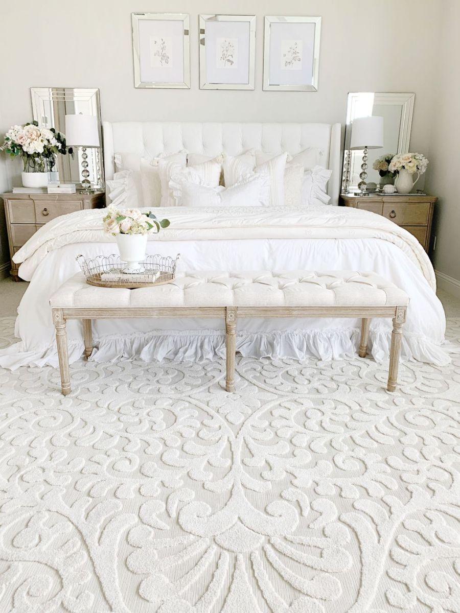 Popular White Master Bedroom Furniture Ideas 29