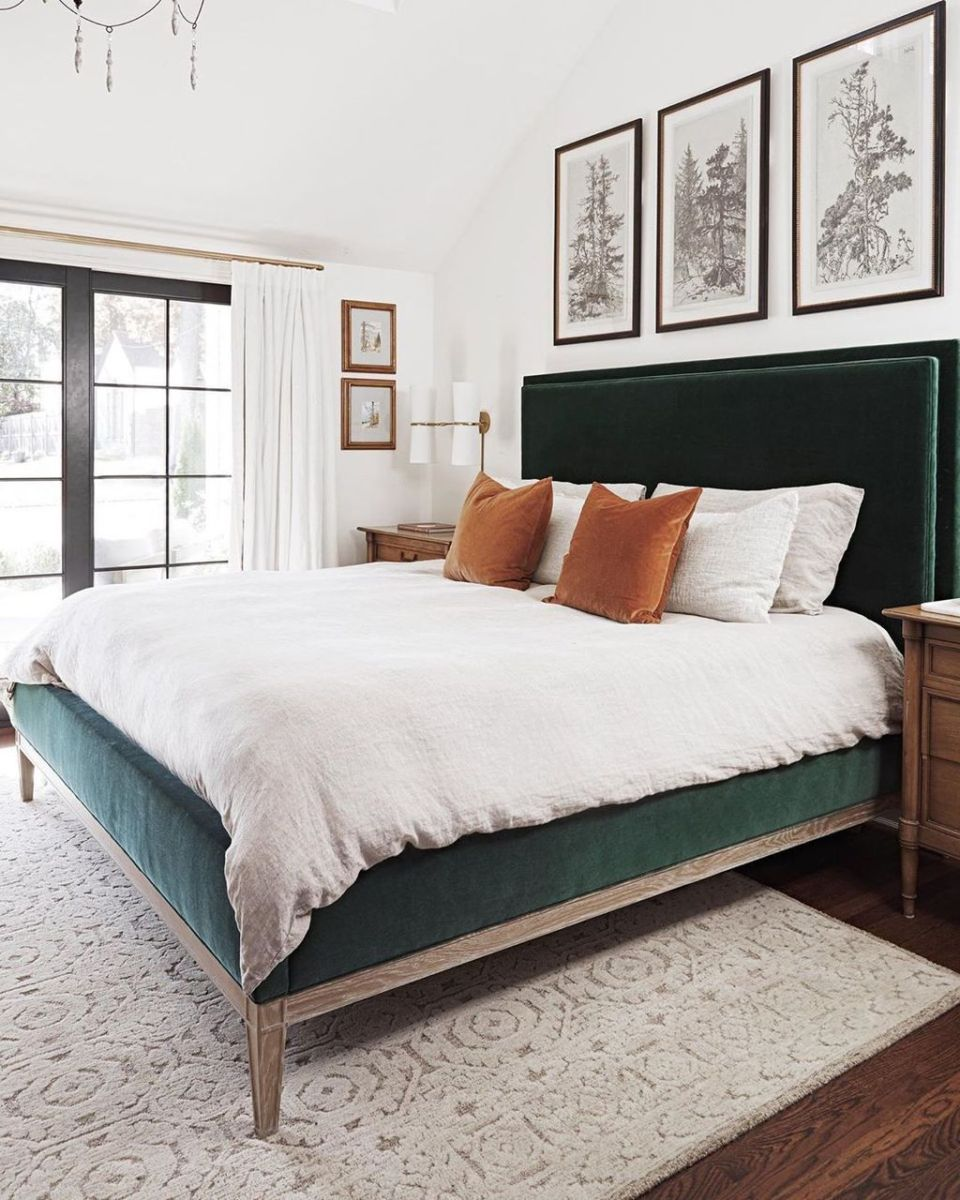 Popular White Master Bedroom Furniture Ideas 33