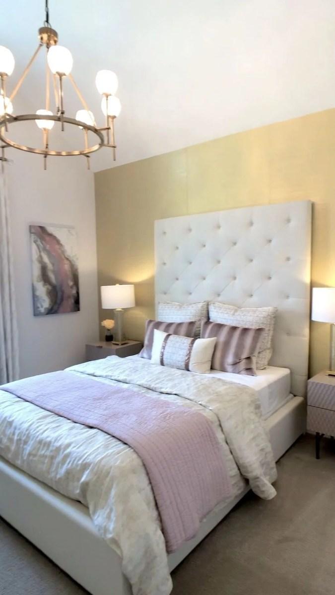 Popular White Master Bedroom Furniture Ideas 35