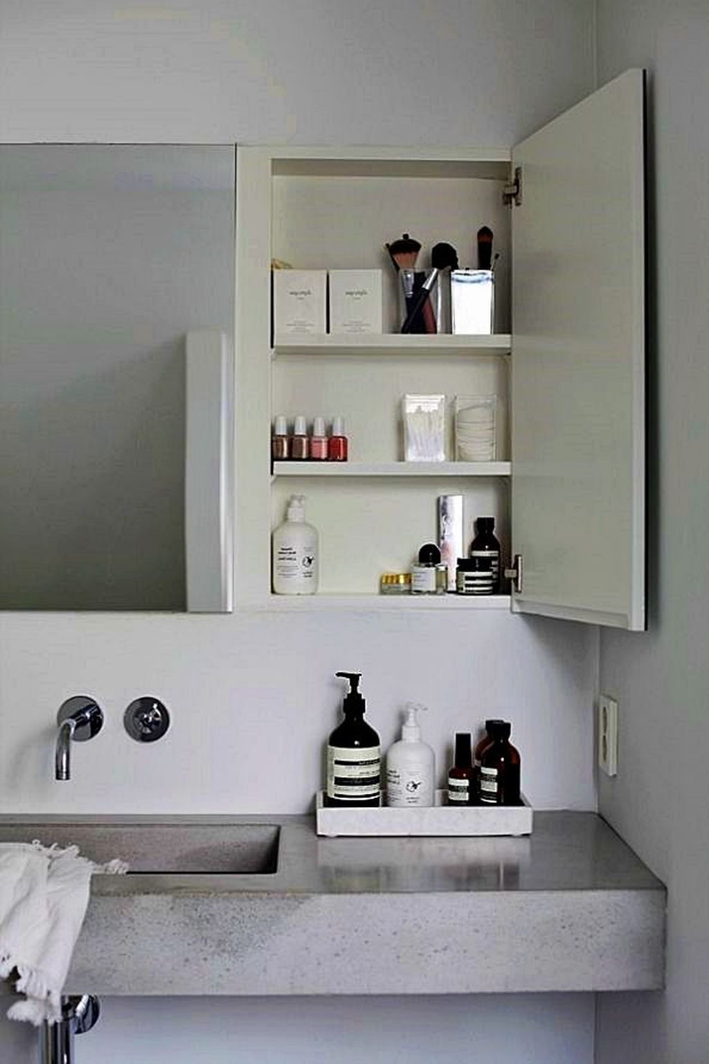 Stunning Bathroom Storage Design Ideas 26