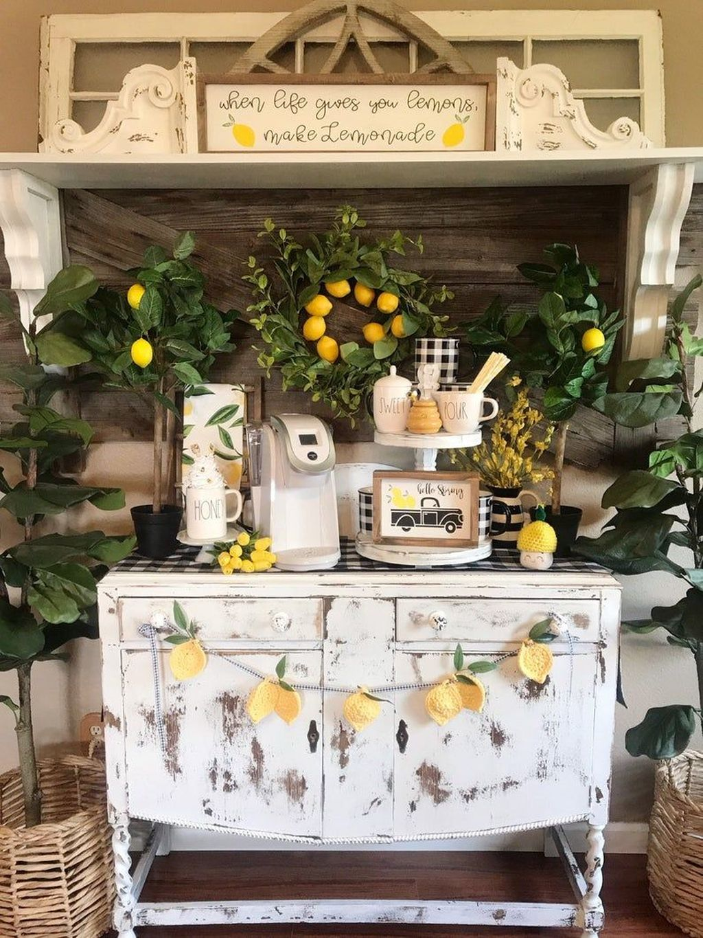 Fabulous Summer Farmhouse Decor Ideas You Will Love 34