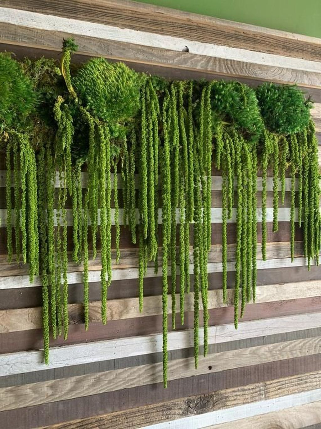 Nice Vertical Garden Wall Decor Ideas Look Beautiful 08
