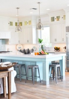 Adorable Beach Style Decorating Ideas For Your Kitchens 40
