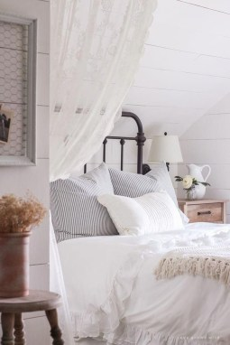 Cool French Country Master Bedroom Design Ideas With Farmhouse Style 36