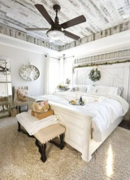 Cool French Country Master Bedroom Design Ideas With Farmhouse Style 41