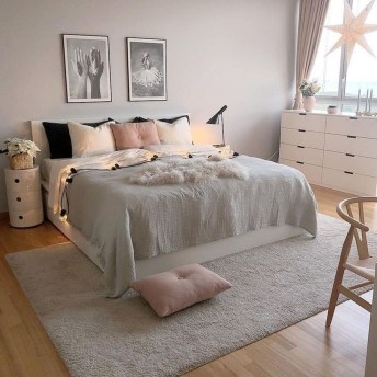 Lovely Bedroom Decor Ideas For Small Apartment 43