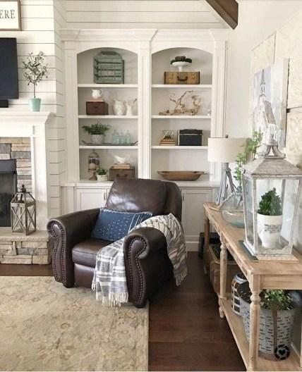 Pretty Bookshelves Design Ideas For Your Family Room 14