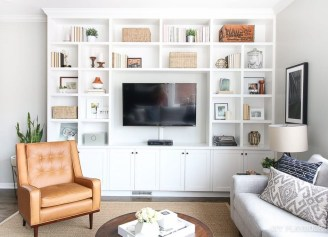 Pretty Bookshelves Design Ideas For Your Family Room 28