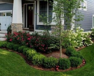 Pretty Frontyard Landscaping Design Ideas 14