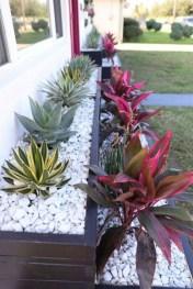 Pretty Frontyard Landscaping Design Ideas 34