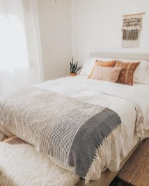 Stylish Bedroom Decoration Ideas For Your Apartment 31