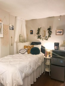 Adorable Dorm Room Design Ideas On A Budget 12