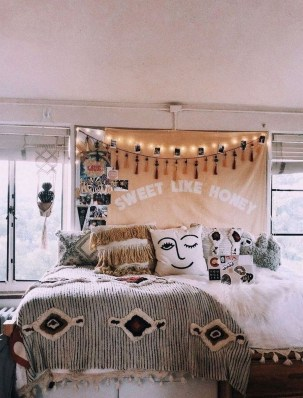Adorable Dorm Room Design Ideas On A Budget 45
